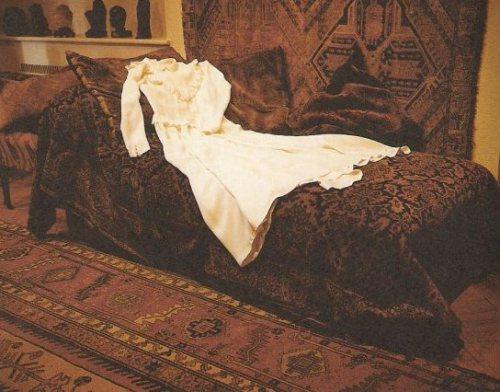 סופי קאל, שמלת הכלולות, מתוך