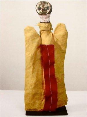 פול קליי, שד חשמלי, ראש הבובה הוא תקע חשמלי.