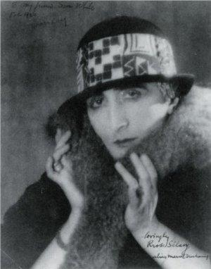 מרסל דושאן כררוז סלבי, צילם מאן ריי, 1921