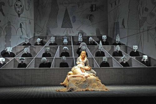 """מתוך """"ההולל"""" (1975) אופרה של סטרווינסקי. עיצב דיוויד הוקני, ביים ג'ון קוקס."""