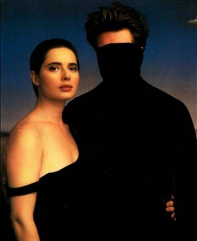 דיוויד לינץ' ואיזבלה רוסוליני, צילום אנני ליבוביץ', מתוך דיוקנים ללא פנים==.