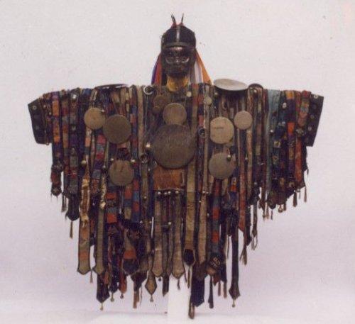 בגד של שמאן ממרכז אסיה