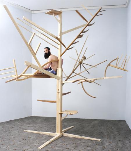 ותוספת ועדכון, על העץ הזה של גיא בן נר, כתבתי כאן