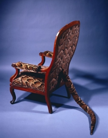 דורותיאה טנינג, Primitive Seating, 1982 (אם לסירים יש רגליים אולי לכסאות יש זנבות)