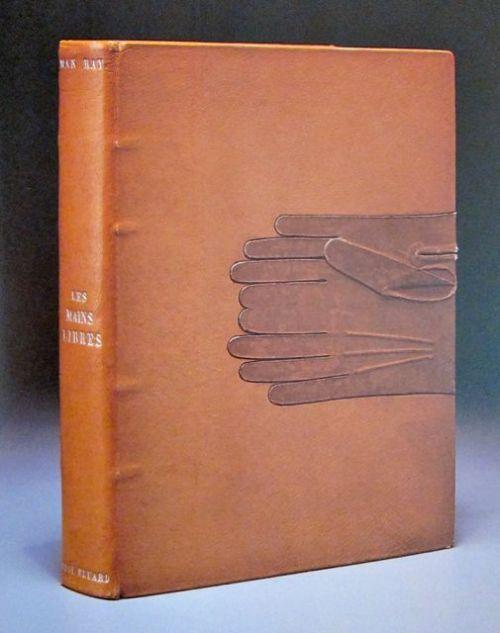 כריכה של מרי ריינולדס לLes Mains libres (הידיים החופשיות), רישומים של מאן ריי לשירים של פול אלואר