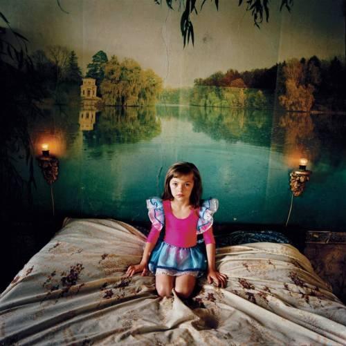 מיכל חלבין, אלונה בחדר השינה, אוקראינה 2005 (לחצו להגדלה)
