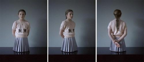 """מתוך """"משקולת"""" (2005), סרטון ממוסגר של מיכאל בורמנס."""