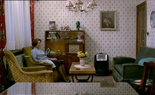 מתוך ז'אן דילמן, סרטה של שנטל אקרמן. לצילומי הפנים יש קסם מנוכר של בתי בובות.