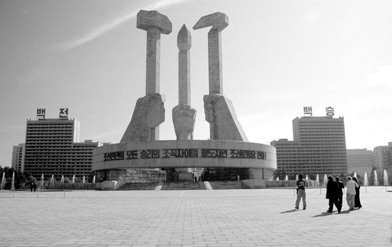 הנה למשל המקום בו נוסדה המפלגה הקומוניסטית בצפון קוריאה (התמונה מכאן
