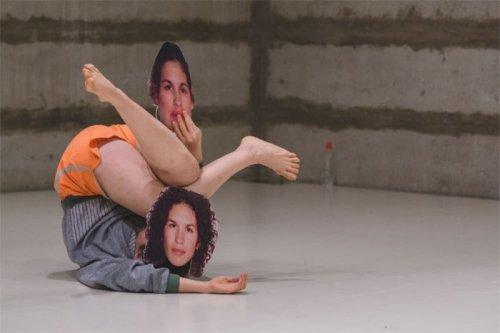 """מתוך """"בדק בית"""" שירה אביתר, פסטיבל צוללן 2015== (הצילום מתוך חזרה)"""