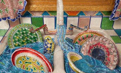 כיור מלא, פרט מתוך מטבח החרוזים של לייזה לו, 1991-1996