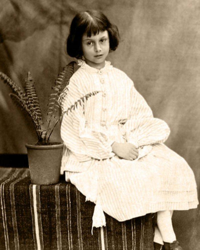אליס לידל בת השבע, מתוך אלבומו של לואיס קרול